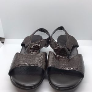 EUC SAS Croc Burgundy Leather Sandals 10W